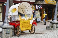 扎科帕内, Oscypek销售在Krupowki街道的 图库摄影