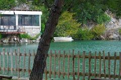 扎罗斯,克利特2018年9月29日,湖Votomos是一个美丽的池塘在扎罗斯附近村庄  免版税库存图片