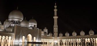 扎耶德回教族长清真寺晚上视图  库存照片