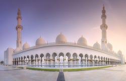 扎耶德在日落阿布扎比,阿拉伯联合酋长国的Grand Mosque回教族长 库存图片