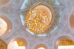 扎耶德Grand Mosque回教族长内部在阿布扎比 免版税库存照片