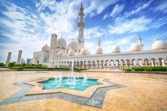 扎耶德Grand Mosque回教族长在阿布扎比,阿拉伯联合酋长国 库存图片
