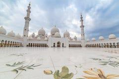 扎耶德Grand Mosque回教族长在阿布扎比,阿拉伯联合酋长国 免版税库存照片