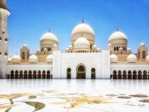 扎耶德Grand Mosque,阿布扎比,阿拉伯联合酋长国回教族长全景  图库摄影