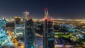 扎耶德Road回教族长和DIFC夜timelapse大厦的地平线视图在迪拜,阿拉伯联合酋长国 股票录像