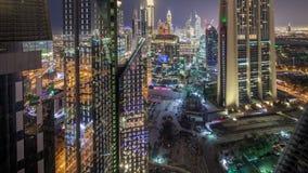 扎耶德Road回教族长和DIFC夜timelapse大厦的地平线视图在迪拜,阿拉伯联合酋长国 股票视频