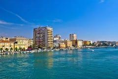 扎达尔江边和港口城市 免版税库存图片