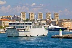 扎达尔轮渡和游艇港口 免版税库存照片