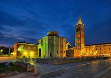 扎达尔St Donatus教会夜 免版税库存照片
