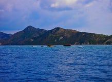 扎金索斯州爱奥尼亚人希腊海岛,从小船的看法 免版税库存图片