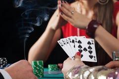 扑克牌游戏在赌博娱乐场 库存照片