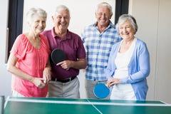 打乒乓球的前辈 库存照片