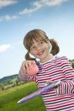 打儿童网球的小女孩 库存照片