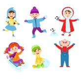 打冬天比赛的圣诞节孩子 免版税库存照片