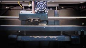 打印有塑料细丝的3D白色人的手 塑料部分 替换件 3D打印机印刷品 影视素材