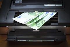 打印机,盒盖是开放的 您看见金钱,欧洲 有渐晕 库存照片