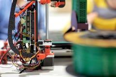 打印机3d在机器人学学校 免版税库存图片