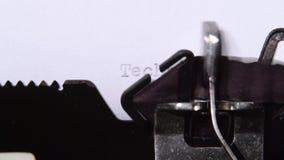 打印的新技术在减速火箭的打字机 关闭 股票视频