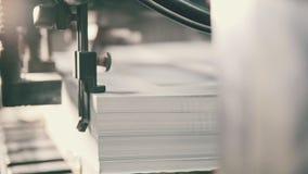 打印的纸片在晒印方法中服务 股票录像