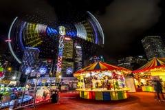 打在一个大狂欢节的人们比赛在亚洲的金融中心的心脏 库存照片