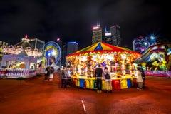 打在一个大狂欢节的人们比赛在亚洲的金融中心的心脏 图库摄影
