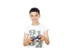 打在控制杆的男孩电脑游戏 免版税库存图片