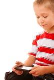 打在智能手机的小男孩比赛 库存图片