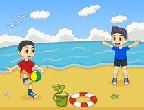 打在海滩动画片传染媒介例证的孩子球 免版税库存图片