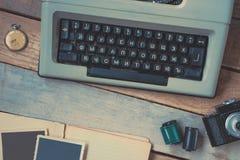 打字机、照相机和怀表 库存照片