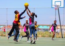 打少女玩的篮球赛的不同的孩子在学校 免版税库存照片