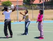 打少女玩的篮球赛的不同的孩子在学校 库存照片