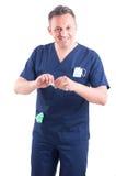 打开一个新的注射器的医生 图库摄影
