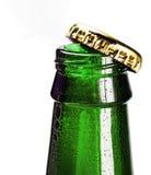 打开一个瓶啤酒和泡沫 库存图片