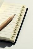 打开与字母表选项和铅笔的书 免版税库存图片