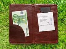 打开与票据和欧元的检查文件夹 库存照片