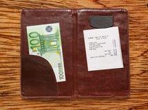 打开与票据和欧元的检查文件夹 库存图片