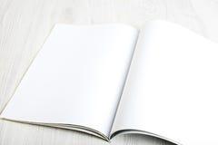 打开与空白页的杂志 免版税库存照片