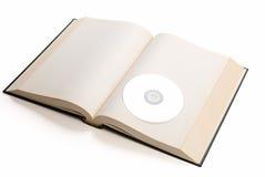 打开书和光盘 免版税库存图片