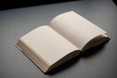 打开书 免版税库存照片