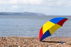 打开伞在海滩 免版税图库摄影