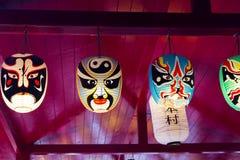 打开传统面具日本样式纸气球 库存照片