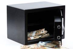 打开保管箱,堆现金金钱,欧元 免版税库存照片