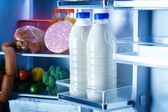 打开冰箱充满食物 免版税库存照片