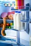 打开冰箱充满食物 免版税库存图片