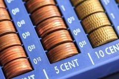 打开包含欧元的许多硬币现金registrer在未加工 图库摄影