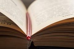 打开圣经的书 免版税图库摄影