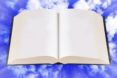 打开圣经,在天空的书 库存图片