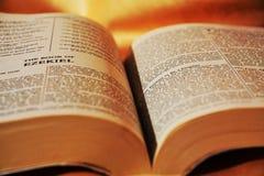 打开圣经,宗教概念 库存照片