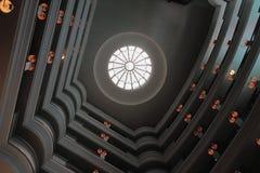打开在大厅的屋顶在旅馆里 路易斯・毛里求斯端口 库存照片