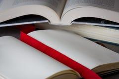 打开在桌上的书与红色丝带 免版税图库摄影